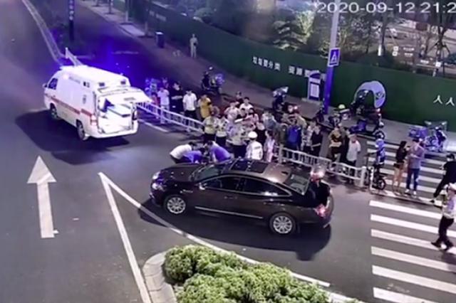 浙江18岁女孩买辆电动滑板车上下班 刚起步就卷入车底