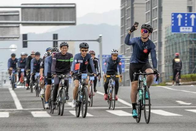 浙江大湾区自行车公开赛象山发车 千人骑行环游半岛