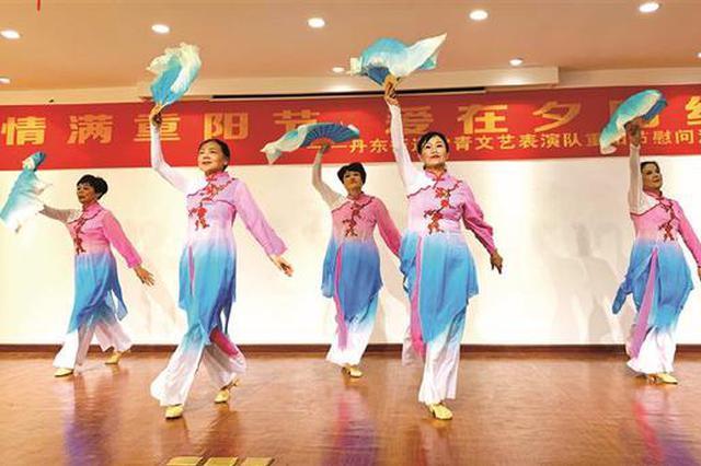 丹东街道常青文艺队福利院演出 为休养员们送上精彩表演