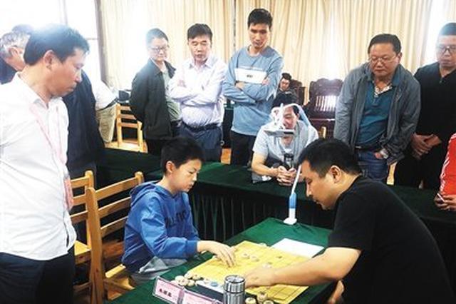 慈溪第十四届象棋棋王赛举行 小选手对战大棋友