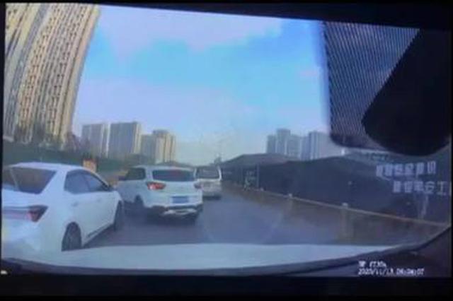 前方有车加塞后车加速撞上 浙江街头这一幕引发热
