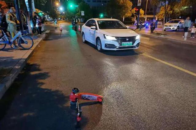 杭州5岁男孩骑滑板车 斑马线上被网约车卷入车底