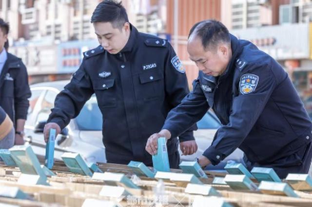 金华浦江查获一起特大运假案件 涉案卷烟10800条