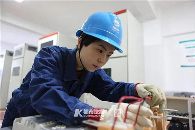 12年前浙大毕业的姑娘 选择去装电表被评上全国劳模