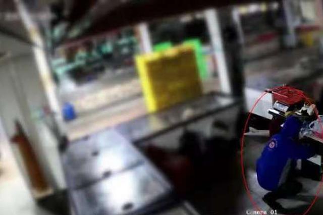 杭州一男子两次潜入菜场专偷一元硬币 一次偷几百个