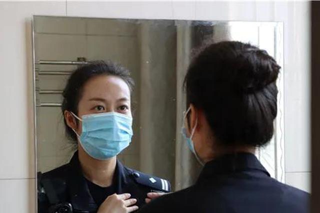 杭州女狱警的日常:随身必备好看的口红 背十几盒咖啡