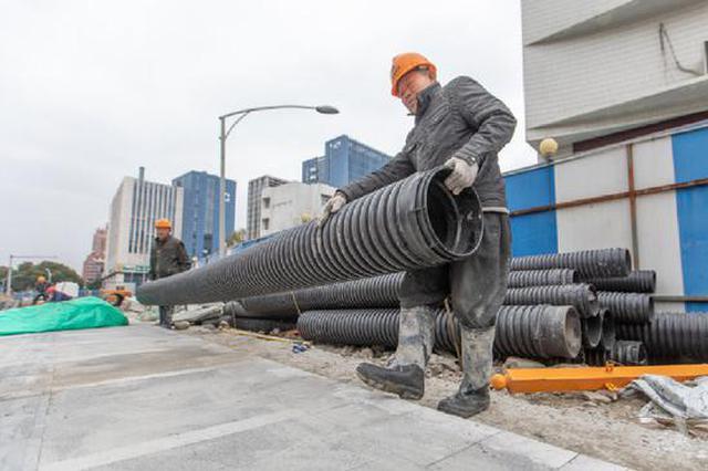 低温天海曙道路改造提升不停歇 施工人员抢抓进度
