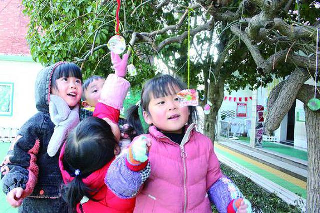 墙头镇中心幼儿园开设有趣课程 模具制作冰球花盛开