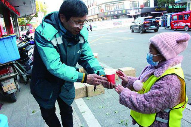 墙头幼儿园开展暖身更暖心活动 为室外工作者送姜茶