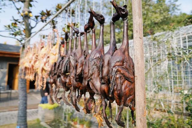 老板娘凌晨还在发货 这个冬天杭州酱鸭销量翻番