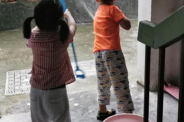 姐姐每天上学想弟弟 杭1小学校长提案双胞胎组合摇号