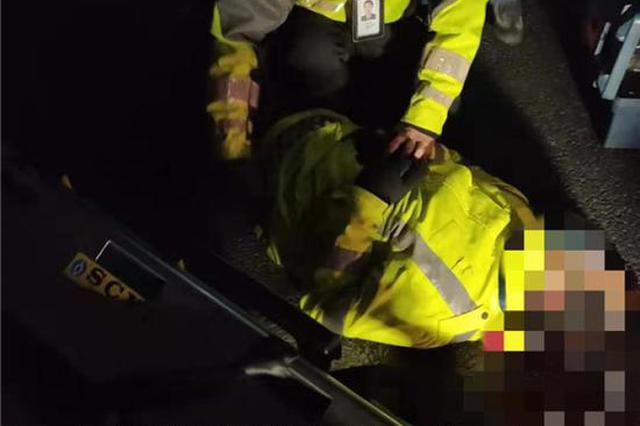 凌晨杭州钱江三桥往滨江方向发生事故 有警务人员受伤
