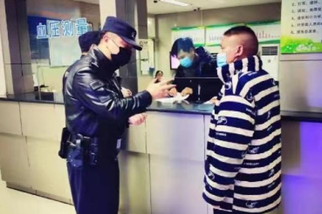 除夕夜醉酒男在杭街头问人要钱 民警奔波将其送救助站