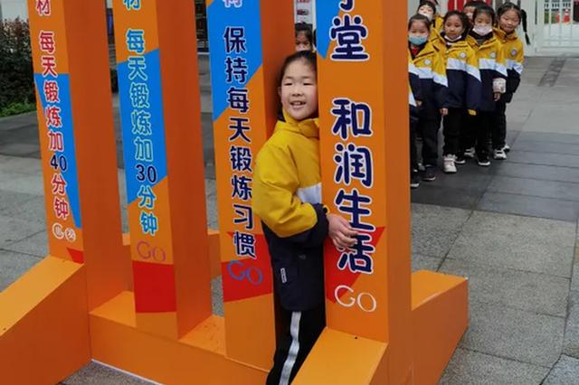 杭城学校送学生的开学礼包又狠又甜 有学生拼短袖上阵