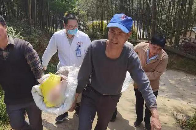 150多斤的野猪撕咬八旬老人 杭州民警连开5枪将它击毙