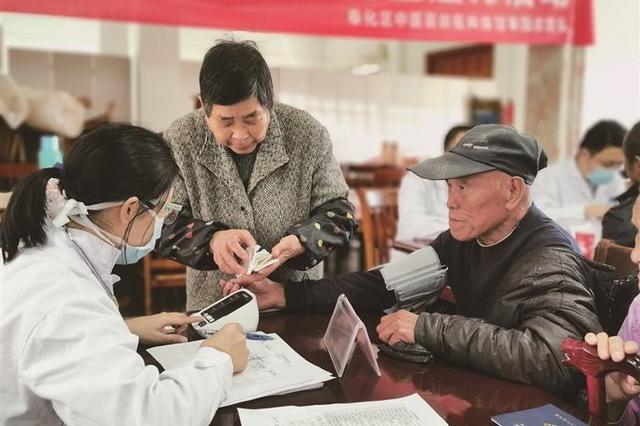 奉化中医医院开展医疗健康咨询服务 接诊村民100余名