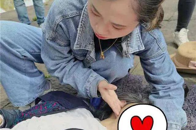 杭州女医生跪地救下86岁老人 8岁儿子写下日记记录