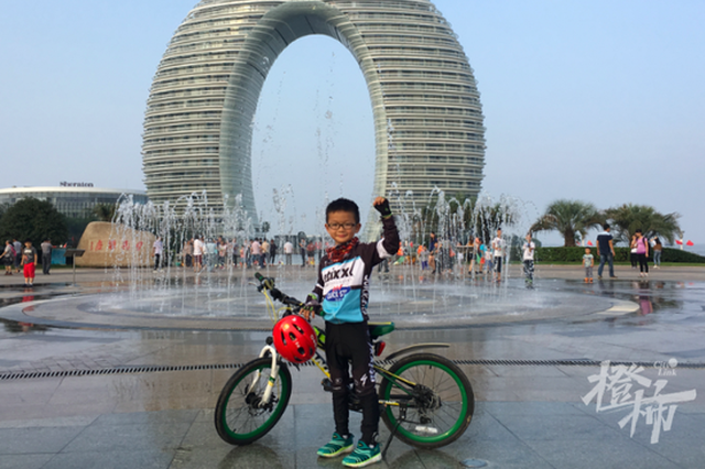 杭州一五年级男孩和爸爸环湖骑行5年 刚拿下安徽巢湖