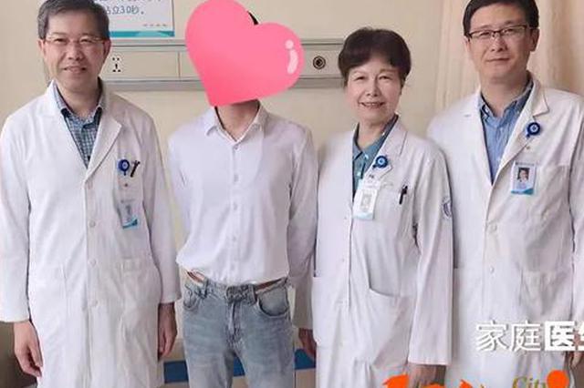浙江小伙专程来感谢2位医生 一段持续18年的医患情
