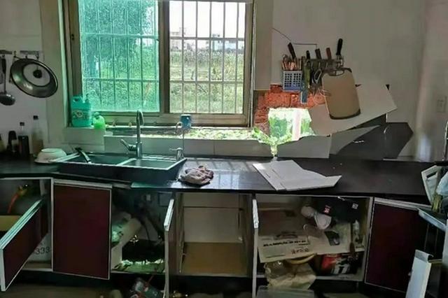 杭州萧山一人家厨房外墙突然爆炸 专家排除人为可能
