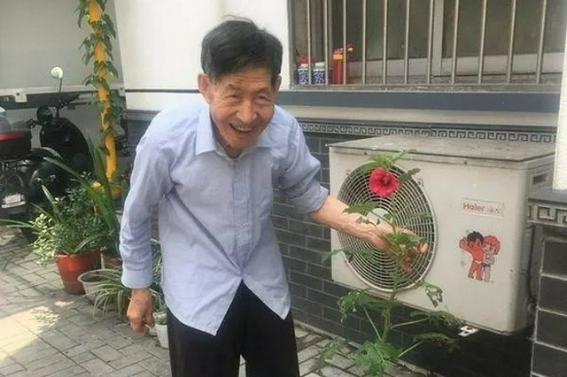 杭州浙大退休教师坚持拾荒3200多天 资助4个孩子上大学