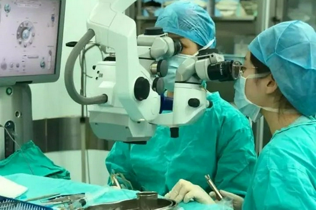 杭州一男生患白内障几乎失明 医生提醒别把饮料当水喝