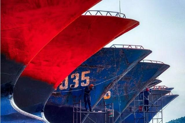 为迎接下一轮开渔捕捞工作 奉化桐照船厂给渔船做美容