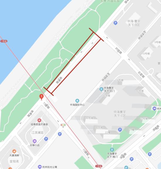 杭州闻涛路江陵路口附近路面下沉 过往车辆需绕行