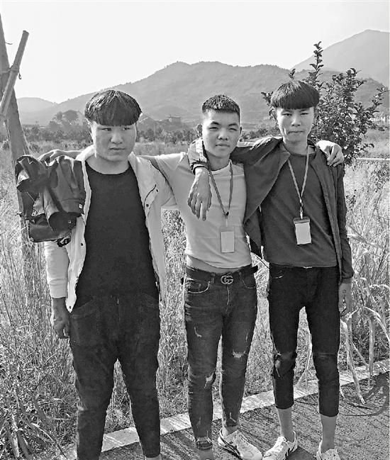 从左到右分别是王富昌、徐超,吴浩哲。