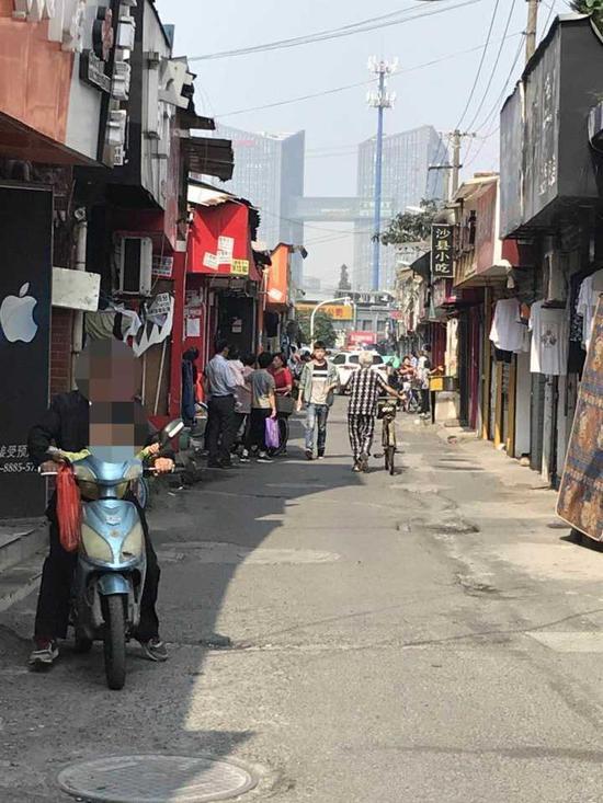 (图:事发的粽子店就在这一条街上)