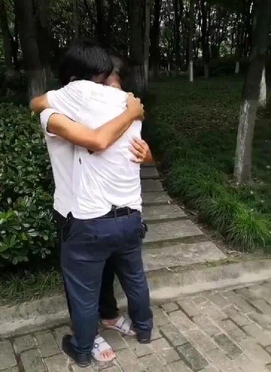 23岁小伙来杭打拼5年音讯全无 父子见面不敢相认