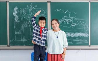 杭州单身妈妈带着儿子远赴新疆 圆了支教梦
