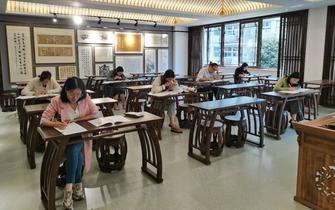 绍初集团青年教师与初三学生同步月考