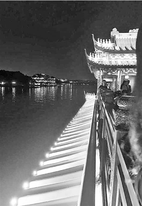 G20杭州峰会元首接待用船加入西湖夜游 装防弹玻璃的宝石舫