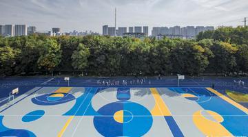 杭州一所小学的操场变蓝色