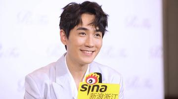 新浪浙江朱一龙专访:唱歌时被粉丝吓到