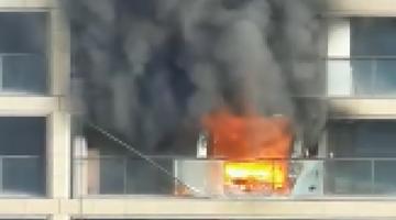 杭州一高层住宅发生火灾