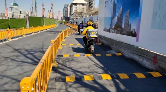 浙江交警部門現場指導相關單位合理施策 保障市民安全