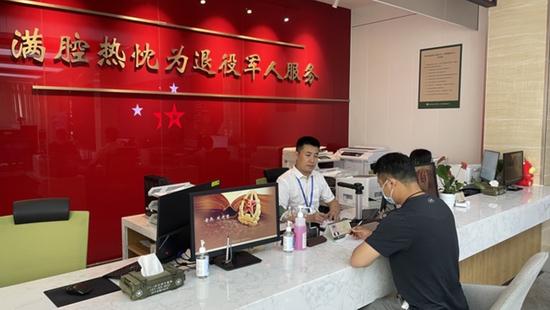 从十五天缩减至半小时 杭州实现退役军人一站式落户