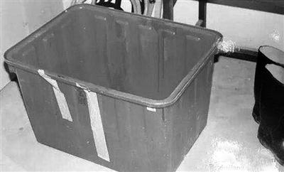 装尸体的塑料箱
