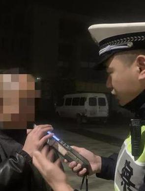 杭交警查获一起酒驾 司机是驾校教练