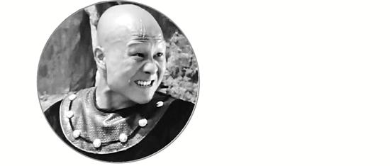 计春华在1982年上映的《少林寺》中饰演秃鹰,当时他19岁。