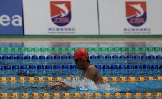 浙江16岁小伙刚刚拿下多个全国冠军 一天至少游5000米