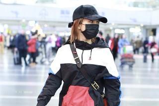 吴昕口罩遮面现身机场 头发凌乱不计形象