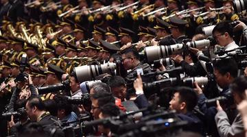 直击政协开幕会上的媒体大军