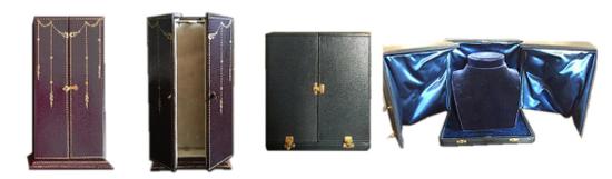 左一、二:CHAUMET美好年代采用纹皮、丝绒、真丝、烫金与镀金黄铜扣环打造的前开式珠宝盒   右一、二:CHAUMET六零年代采用蓝色摩洛哥皮革、丝绒打造的前开式珠宝盒