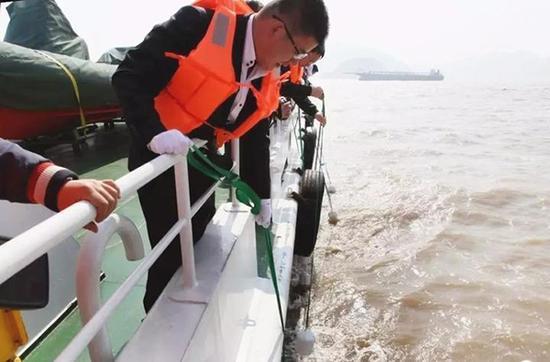 温岭海葬 本文图均为 浙江新闻客户端 图