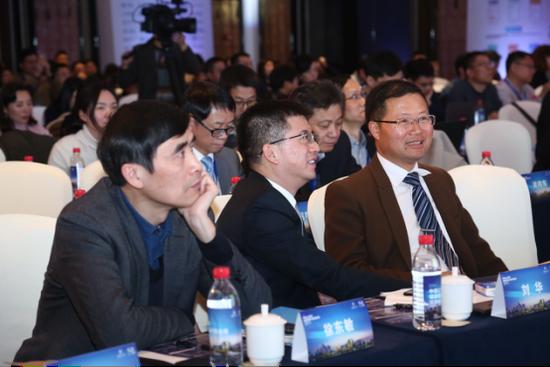 杭州势成科技有限公司董事长兼CEO-刘华先生与李景波教授热烈讨论