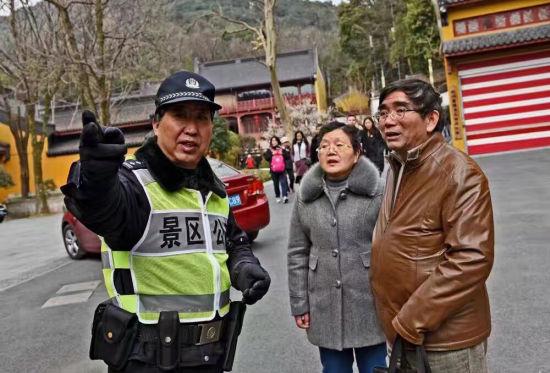 杭州灵隐寺民警35年春节执勤 新年第一餐首带荤味