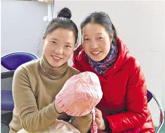 叶妃妃(左)和小姐妹
